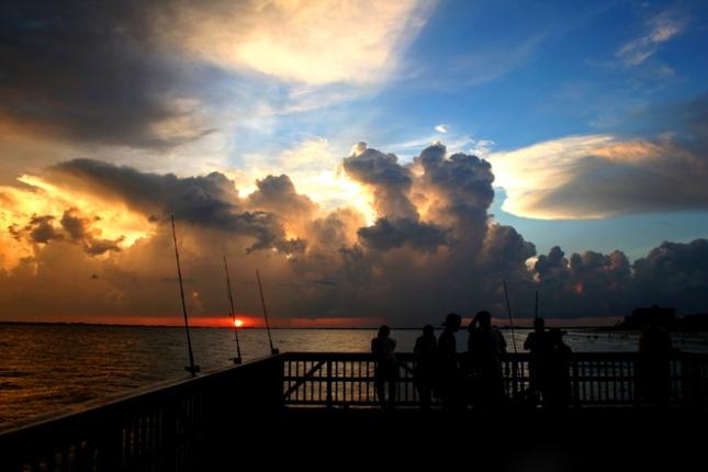 pier-fishing-at-sunset-1565425.jpg