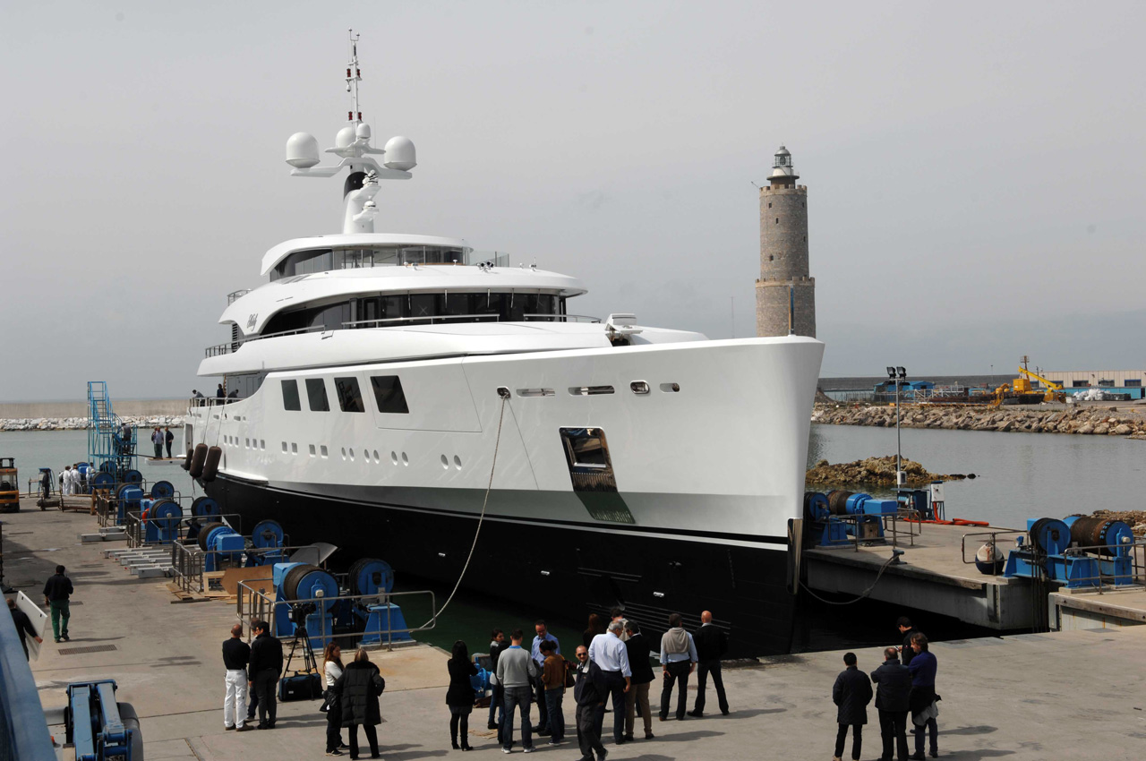 This stunning 213-foot/65-metre yacht was built at Benetti's facility in ...