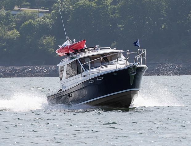 Cutwater-26-starboard-turn