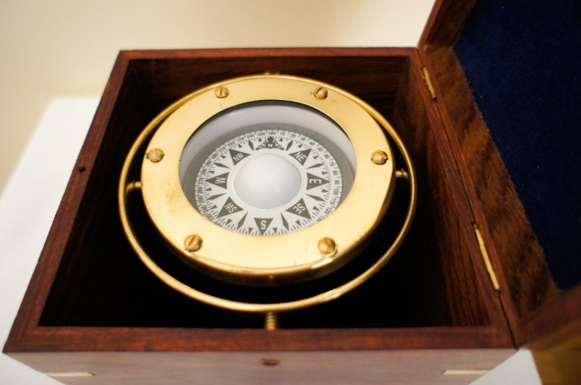 brass-nautical-compass-692732_1280