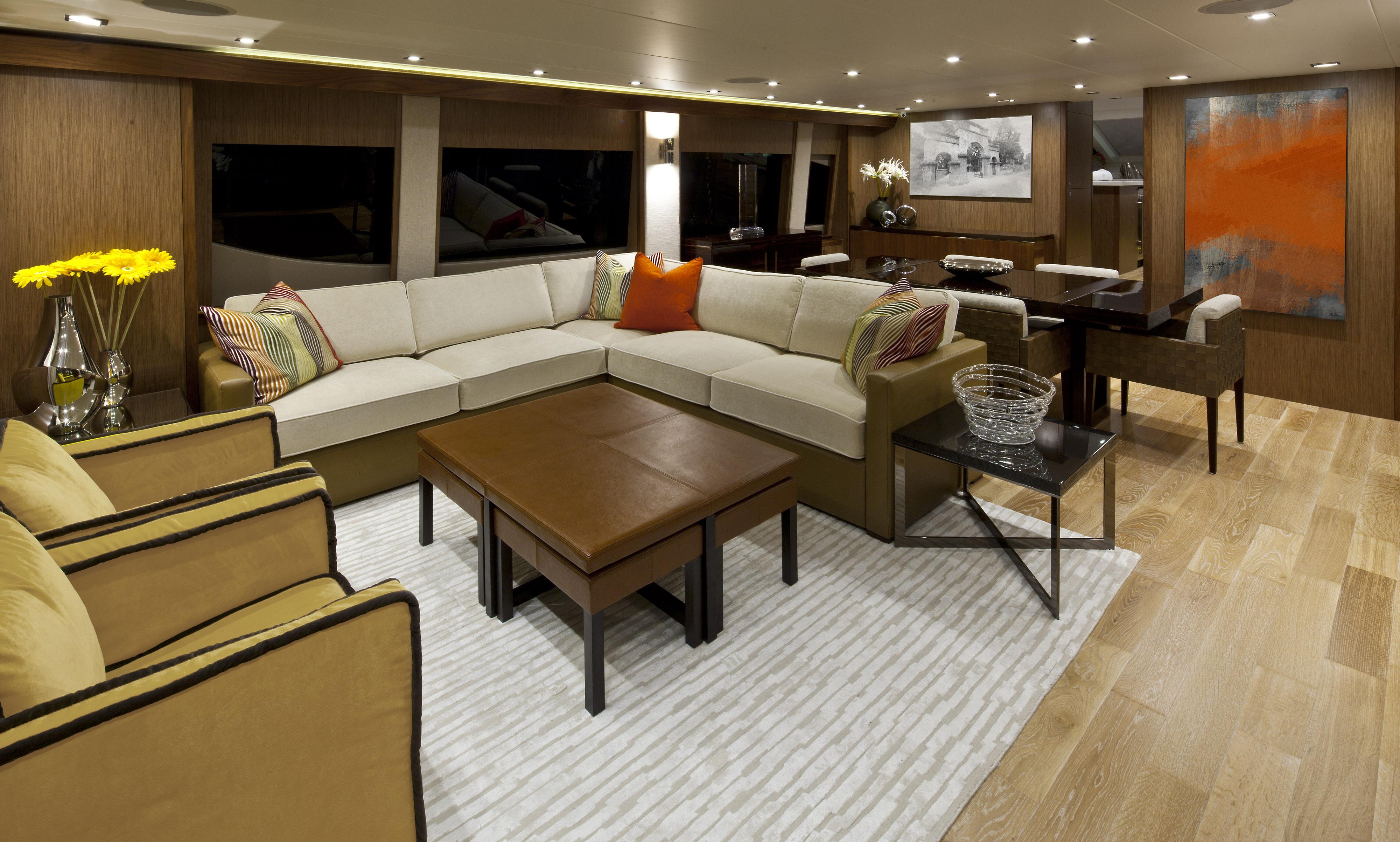 Hatteras yachts captain ken kreisler 39 s boat and yacht report for Yacht dekoration
