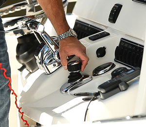 The ability to safely maneuver your outboard powered boat around the dock just go a lot easier with Mercury's fingertip control system.