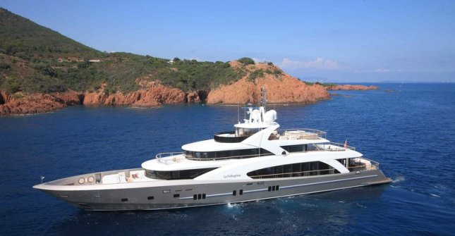La Pelegrina was the first launch from Yachts Coauch in its 5000 Fly Series of performance megayachts.