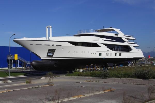 Benetti-Yacht-FB801-MY-Vica-600x400