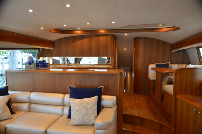While her exterior profile shows off her well-balanced design, Blue Time's interior is just as exciting.