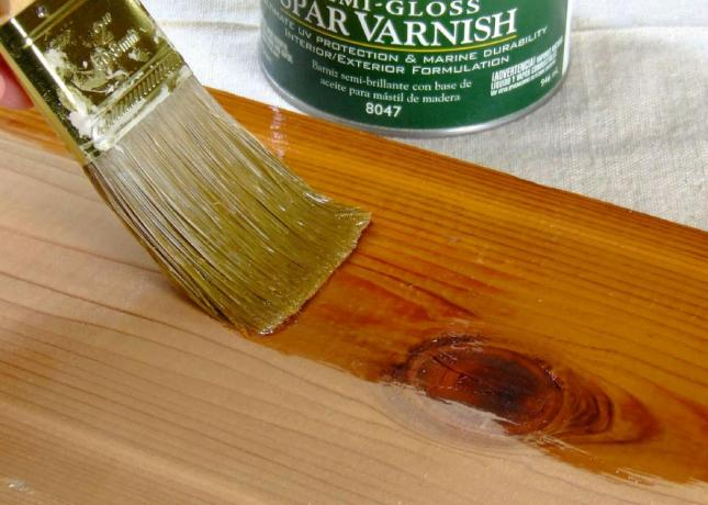 Original_Spar-varnish-on-wood-close-up_4x3.jpg.rend.hgtvcom.1280.914